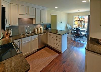 2189coachmans_kitchen_area